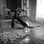 The suspended apple. Anna Rubio